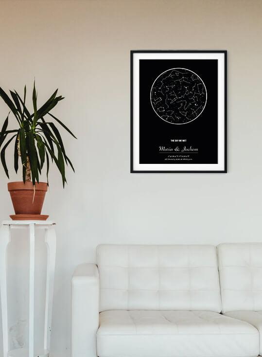 Woonkamer met poster en sterrenhemel